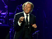 best selling latin artis world record set by Julio Iglesias