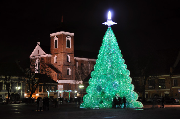 Largest Christmas tree made of plastic bottles: Kaunas sets world ...