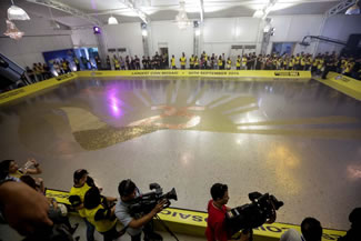 The Philippines is now the World Record holder of the world's largest coin mosaic after money courier Western Union made its 252.78-square meter coin mosaic, beating America's 156 square meters.