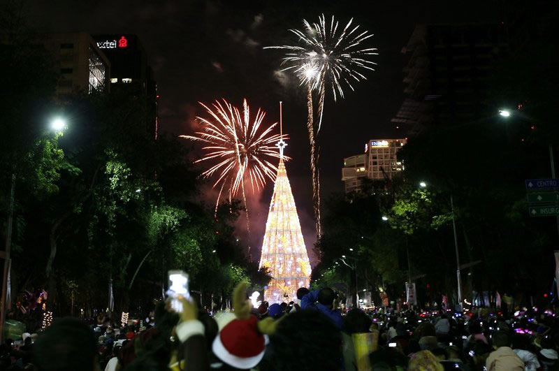 Tallest artificial Christmas tree-Mexico City sets world ...