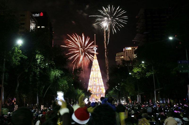 enlarge photo - Worlds Tallest Christmas Tree