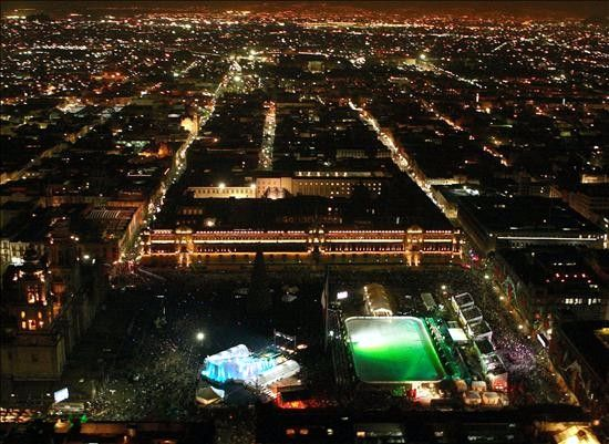 Biggest Backyard Ice Rink : Largest Outdoor Skating Rinkworld record set by Mexico City