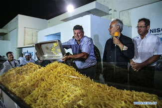 NAXOS, Greece -- It took more than 1,500 kg of raw Naxos potatoes, 22 huge cauldrons, the hard work of 40 volunteers to break the Guinness World Record for cooking the Largest serving of chips (fries); the electronic scale that weighed the fried potatoes read 554 kg, which is 100 kg more than the previous world record set in 2014 in Eagles, Idaho, in the United States, according to the World Record Academy.