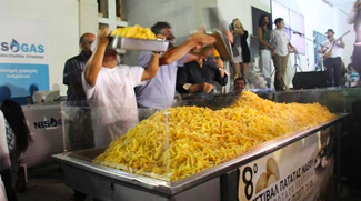 The island of Naxos in Greece broke the Guinness world record of largest serving of chips (fries/Tiganites Patates) at the 8th Annual Potato Festival on the island, which is renowned for its mouthwatering potatoes. It took more than 1,500 kilograms of potatoes, 22 huge caldrons, the hard work of 40 volunteers and the determination of a whole island.