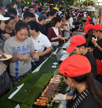 The Tourism Authority of Thailand together with Koh Samui's public and private sector organized a 2.5-kilometre-long beach buffet, free and open to the public, arranged on Chaweng Beach as part of the Samui Festival 2017, thus setting the new world record for the Largest buffet.