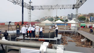 PRAIA, Cape Verde -- Cape Verde's prime minister, Ulisses Correia e Silva, was on hand as a group of more than a dozen chefs made a 14,021-pound pot of cachupa stew, at the ninth