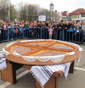 largest_easter_bread_Pasca_
