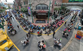 A total of 605 individuals played Monopoly together in Universal Studios Singapore, breaking the Guinness World Records of having the most people playing a Monopoly game in a single venue.