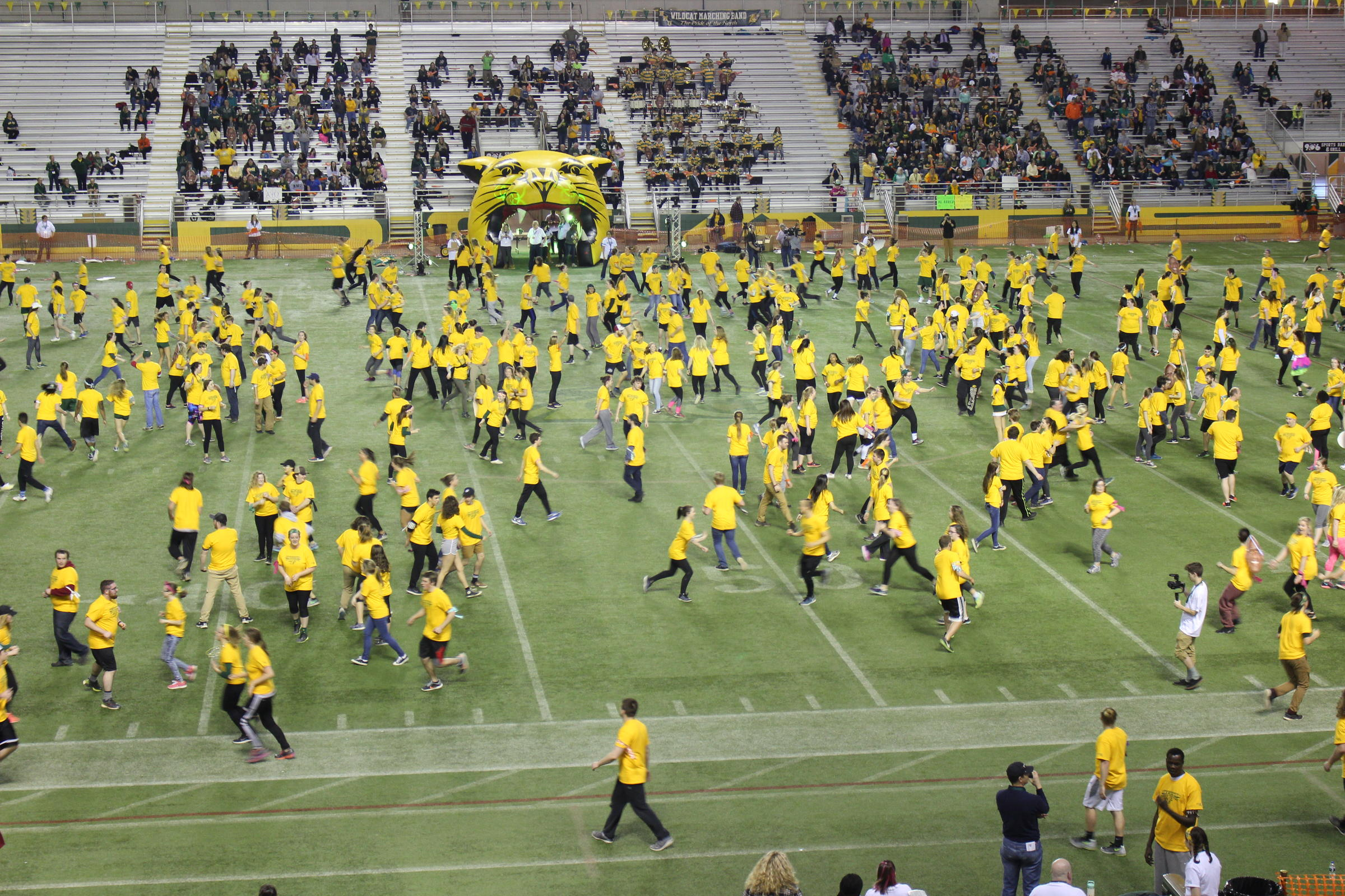 Largest game of freeze tag: Northern Michigan University breaks Guinness world record (VIDEO)