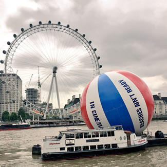 To celebrate the release of BAYWATCH in cinemas, a 20-meter large and 1 ton heavy BAYWATCH beach ball was floated on the river Thames in London.