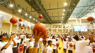 Durant and 3,459 Indian children from the Reliance Foundation Jr. NBA program set a record for the world's largest basketball lesson (multiple venues).