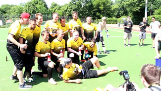 Longest marathon playing football (soccer): VFL Wallhalben Team