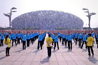 Some 31,697 people in Beijing, Shanghai and four other cities set the new mark by performing choreographed dance moves together for more than five minutes.