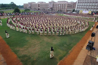 The 16-minute performance, has been adjudged the largest Thiruvathira ever held with a total of 6,582 girls and women in the age group of 10-75 participating in it. Along with 2,500 women and children from Kerala, women from 20 other states too took part in the event.