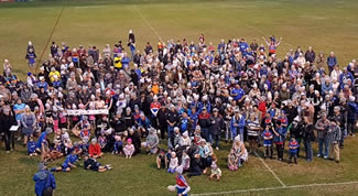 Kurri Kurri Bulldogs sets world record of 429 people in beanies in one place.