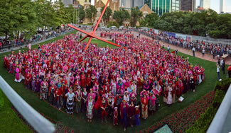 Over 1,000 Frida Kahlo Lookalikes Gather in Dallas in a Quest for a New World Record.