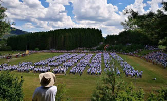 2,325 people with the first name Ivan have gathered in the town of Kupres in Bosnia and Herzegovina where they have broken the Guinness Book of Records record for the largest gathering of people with the same name.