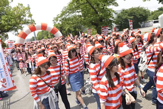 4,626 people recently came together at the Huis Ten Bosch theme park in Sasebo, Nagasaki, Japan all dressed as Waldo (Wally in Japan) to set the Guinness World Record for the largest gathering of people dressed as Waldo.