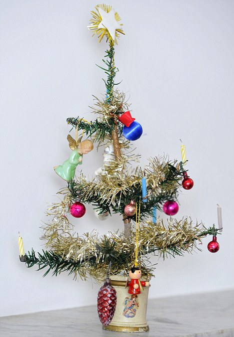 photo the worlds oldest artificial christmas tree - Old Christmas Tree