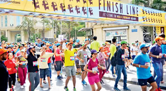 A whopping 1,007 Mumbaikars turned their backs to the finish line in the 'What !f Backward Run' that broke the Guinness World Record for reverse running at Hiranandani Gardens.