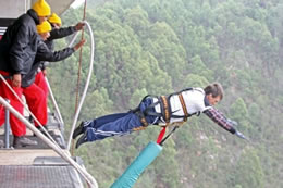 most bungee jumps in a day Scott Huntly