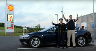 Bjorn Nyland and his friend Morgan Torvolt have set a new world record for the longest distance traveled on one single charge is a Tesla Model S. Bjorn used a Tesla Model S P85D and managed to get a distance of 452.8 miles or 728.7km out of a single charge.