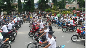 A total of 3,336 motorcycle riders converged along a stretch of the main highway here and joined the world record attempts for the
