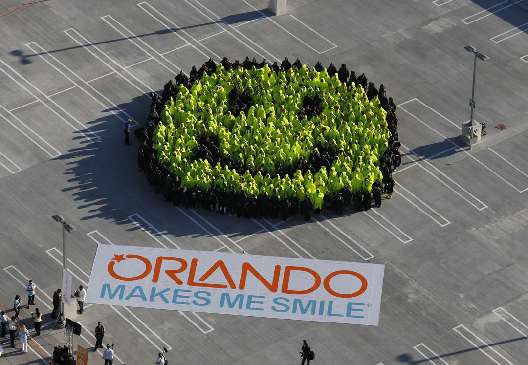 Largest Human Smiley Face Orlando Sets World Record