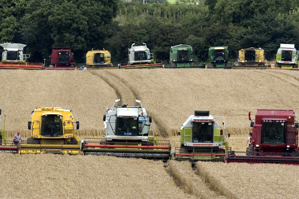 Most combine harvesters working simultaneously- Combines 4